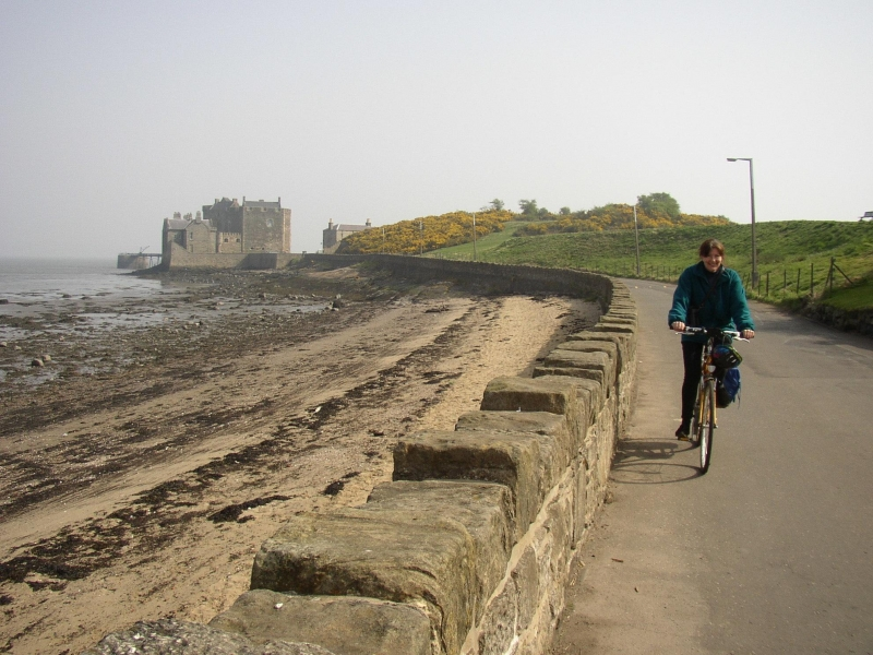 Leisurely guided bike ride from Ferrytoll Inverkeithing - Blackness Castle