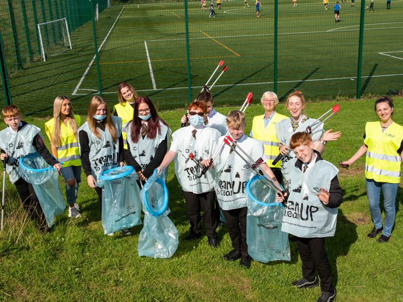 Cllr McEwan with Castlehead High pupils