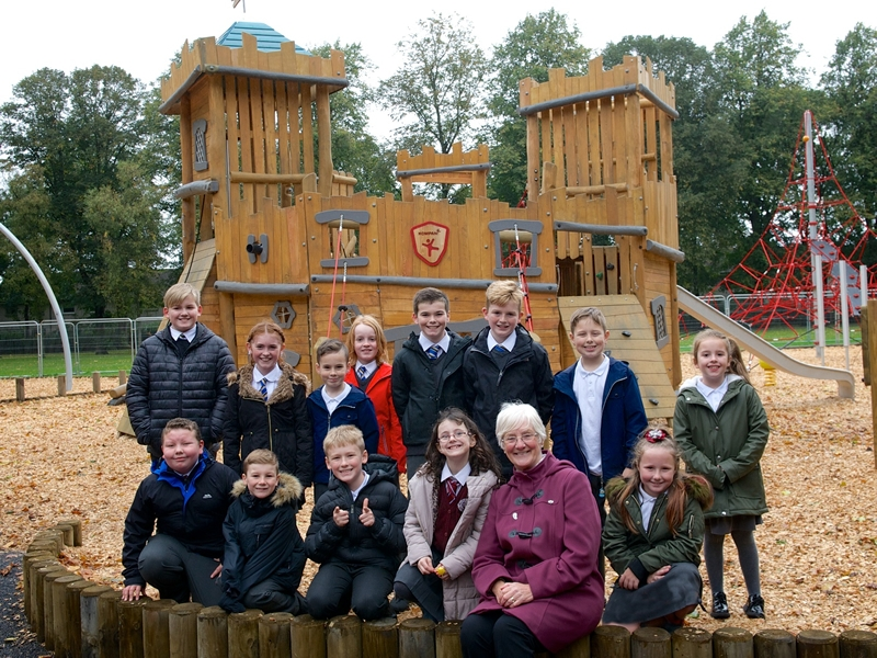 Brand new play area opens in Robertson Park