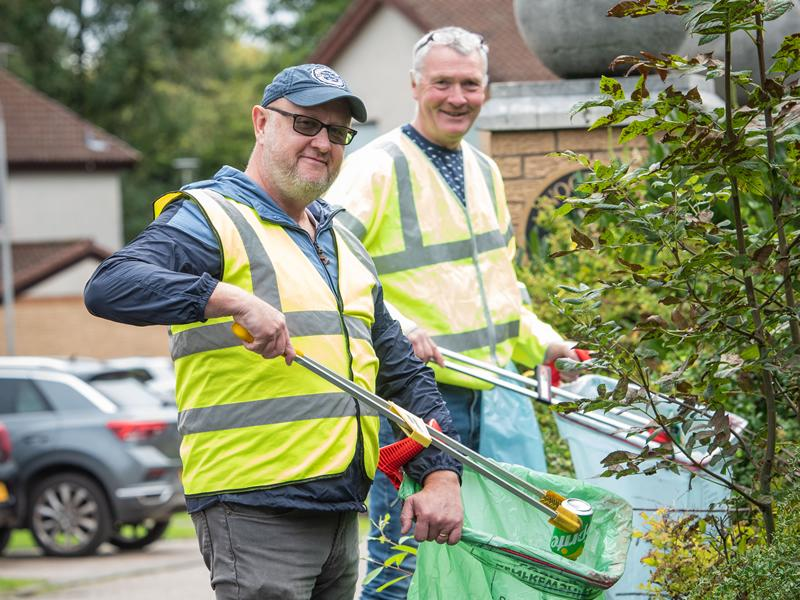 More than 1,000 volunteers in Renfrewshire take part in the first two weeks of Spotless September