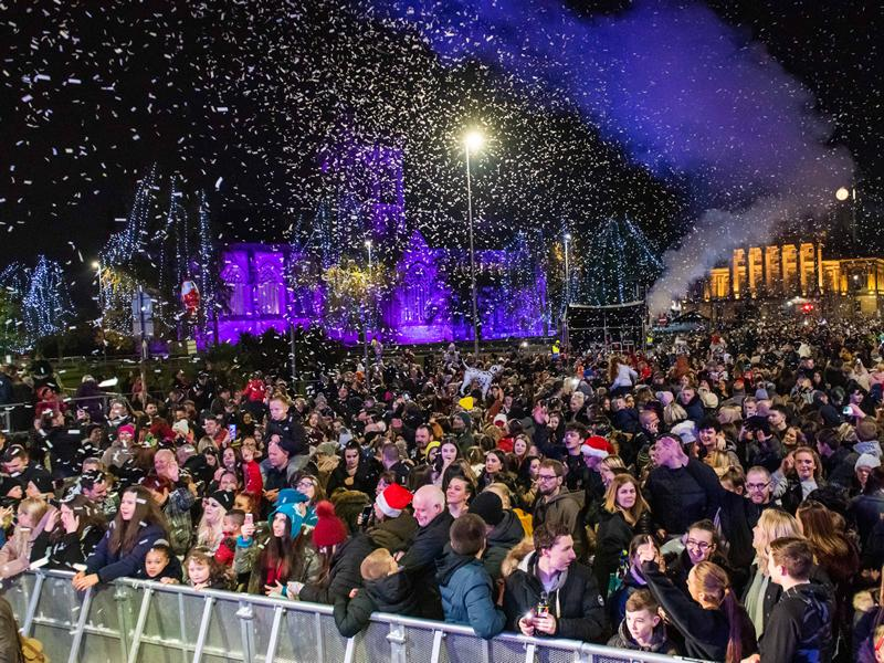 Thousands turn out for the annual Christmas Lights Switch On event in Paisley!