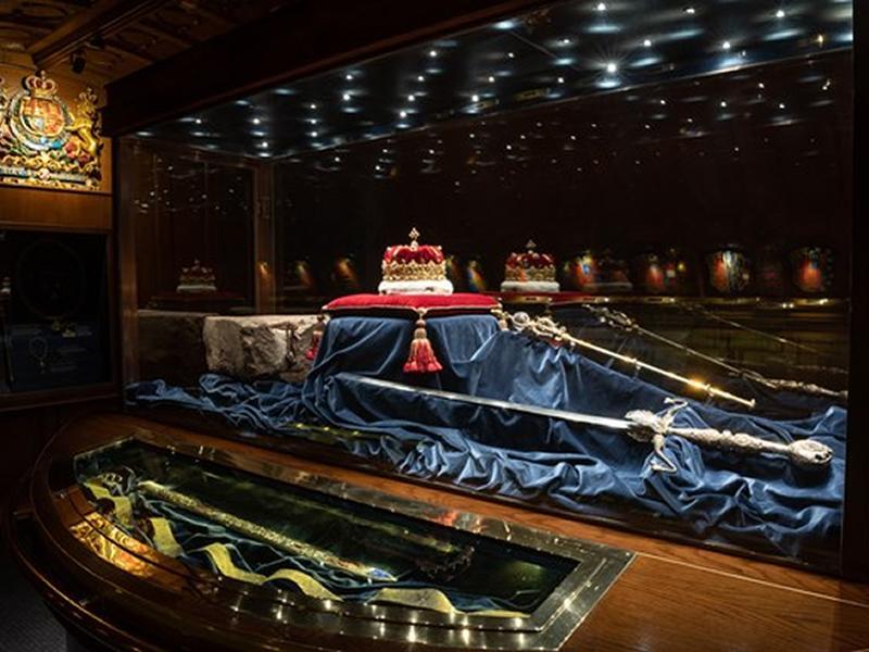 Honours of Scotland back on public display at Edinburgh Castle
