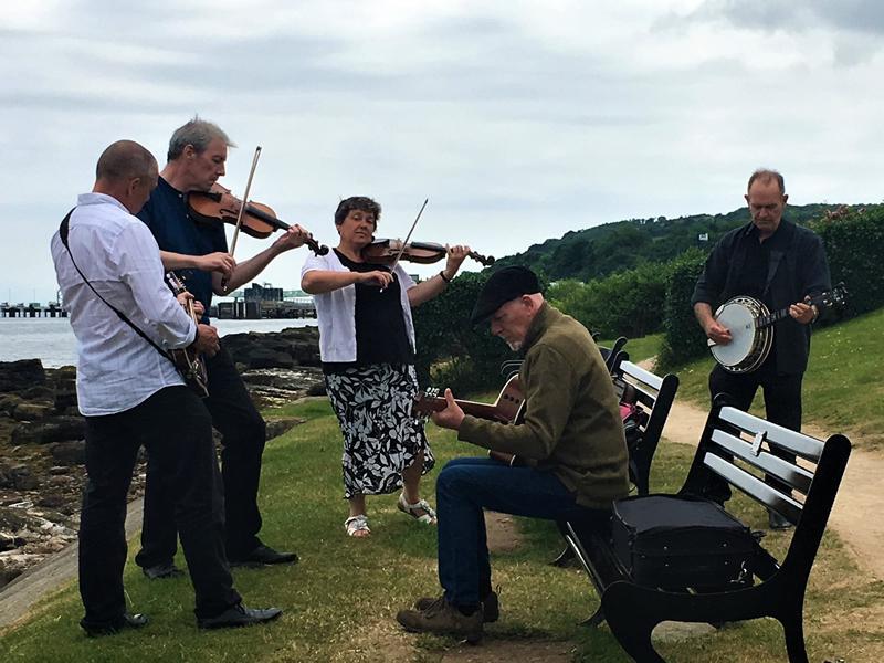 Music in Lanark presents Hingin' By A Thread