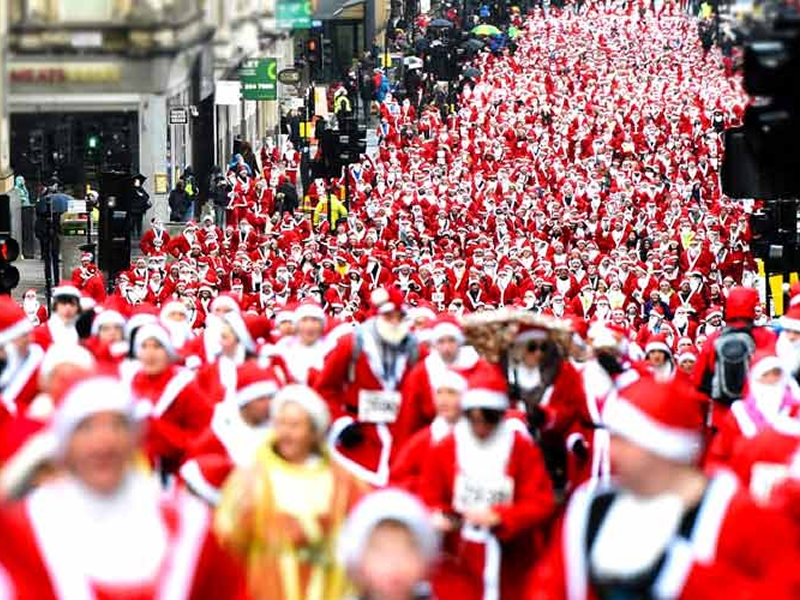 Various roads around Glasgow City Centre will be closed on Sunday for the annual Santa Dash