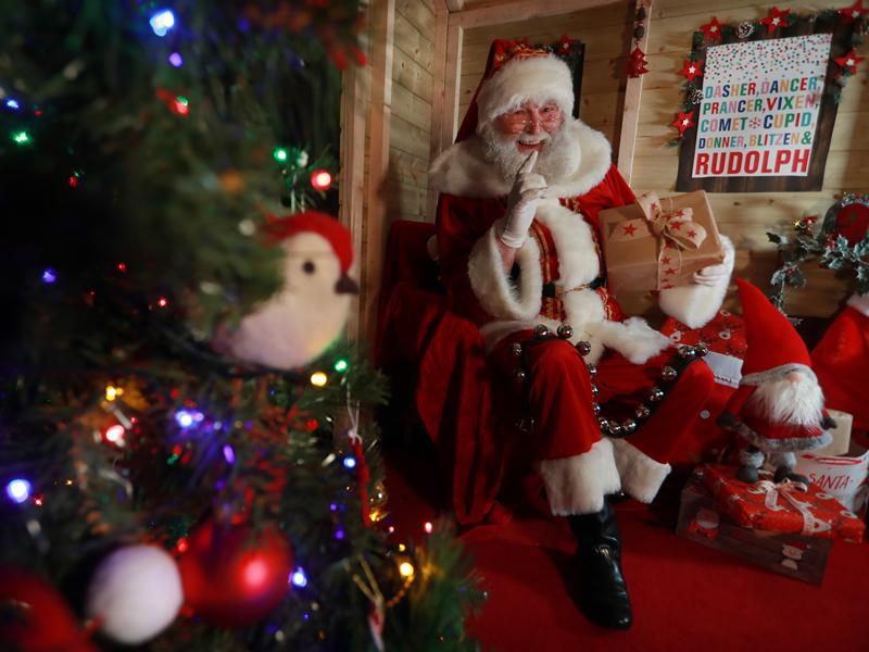Santa arrives at Dobbies Braehead