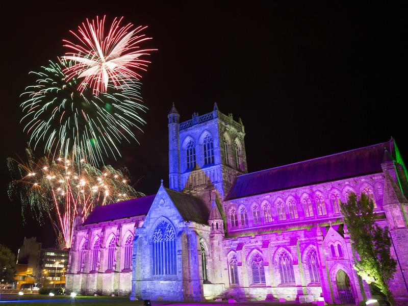 Paisley set for Fireworks spectacular