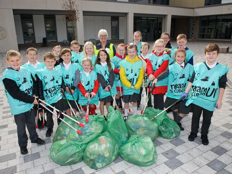 Hundreds team up to make it a Spotless September in Renfrewshire