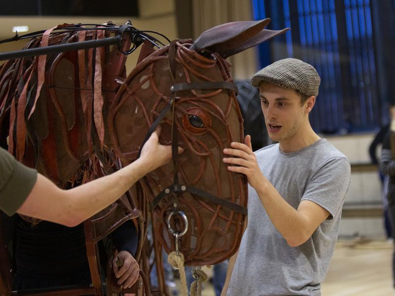 Cast announced for 2019 UK & International tour of War Horse