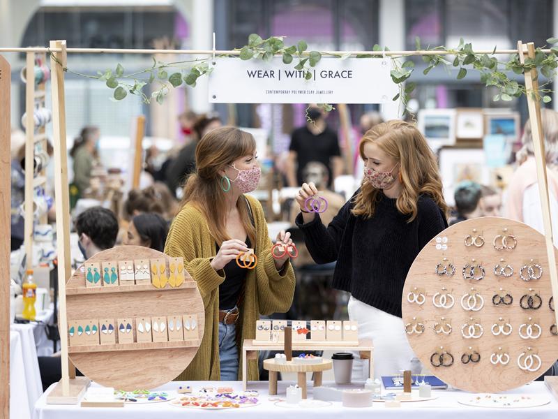 Crowds return to Glasgow landmark for Artist Market