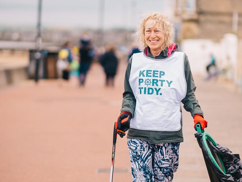 Edinburgh chippy hosts a beach clean to tackle waste