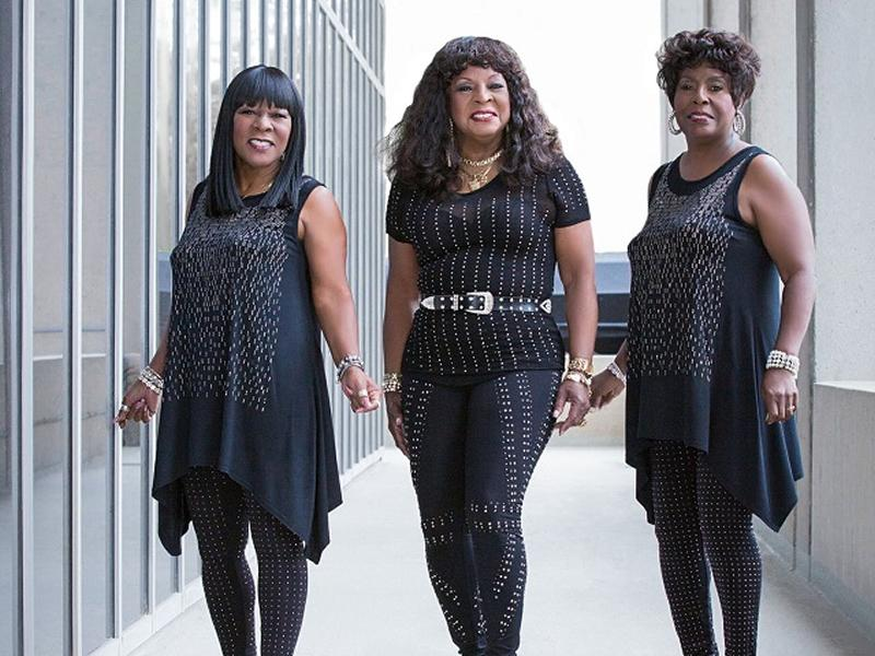 Martha Reeves & the Vandellas + London Gospel Choir Perform Graceland