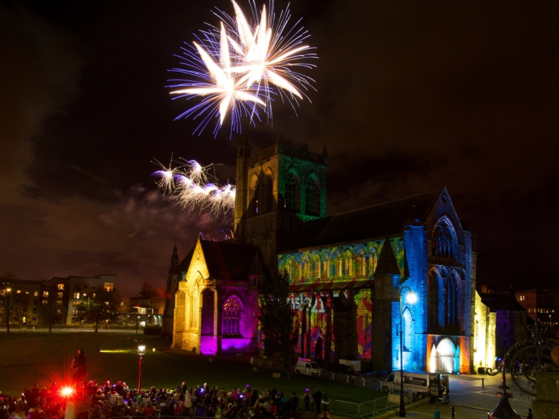 Thousands turn out for Paisley Fireworks spectacular
