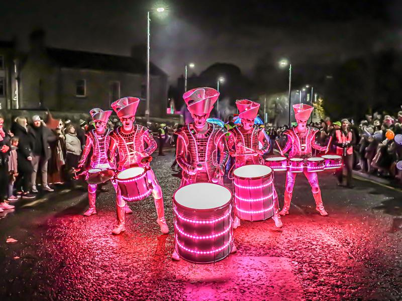 Record crowds roll up to Paisley Halloween Festival