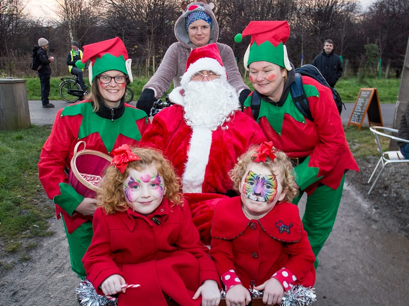 Community Christmas Cracker at Cuningar Loop
